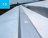 アルミアングル固定 防水の端末をアルミアングルで固定することにより強風等による防水層の剥がれを防ぐ。