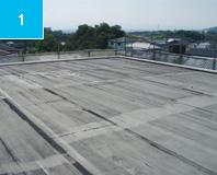 施工前 床面の既設シート防水は浮いている。