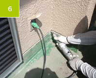 立面端末 Vカット処理 塗装を除去すると共に防水層をより差し込み易くする。